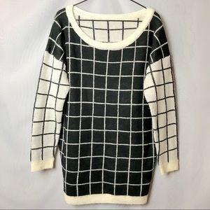 Sweaters - 🔥NEW🔥Oversized black & cream square grid sweater